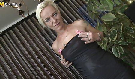 는 개인 포르노 동영상 청바지,스타킹 영국의 섹시한중년여성 이라는 타미